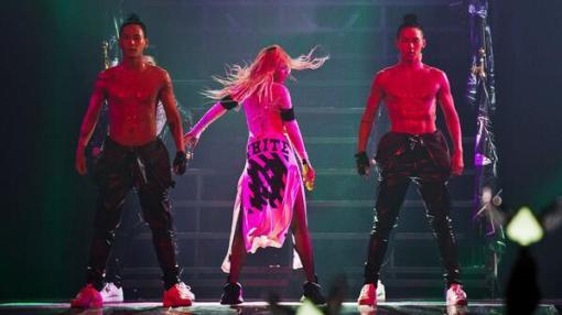 CL 2NE1 - MTBD Live Performance Video